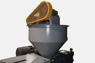 Plastic film squeezing dryer